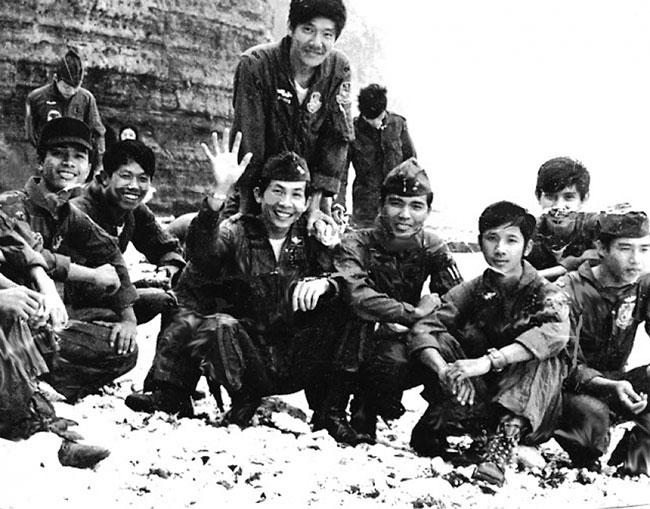 Núi Bạch-Mã và phi-vụ tiếp tế cuối cùng - KQ Phan Văn Phúc